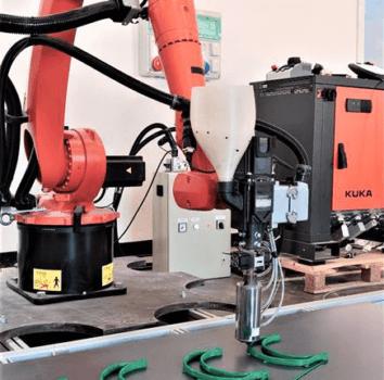 Halterungen und KUKA Roboterarm
