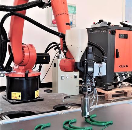 Italienischer KUKA 3D-Druck-Roboterarm stellt Gesichtsschutzschilde und Masken im Kampf gegen COVID-19-Pandemie her