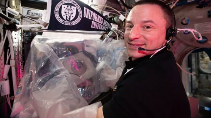 Astronaut Morgan vor 3D-Drucker