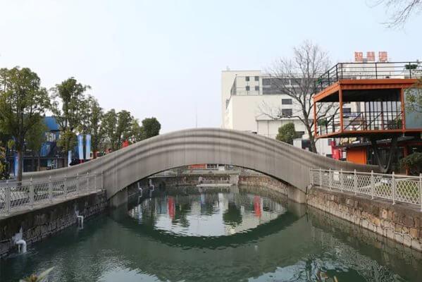 Seitenansicht 3D-gedruckte Fußgängerbrücke