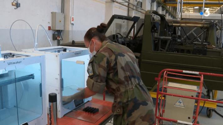 3D-Drucker und Soldatin