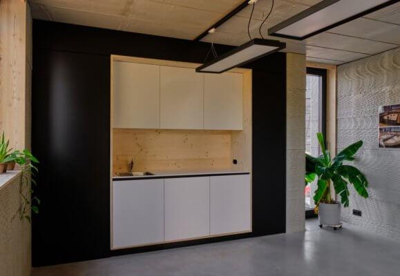 einfache Küchenzeile im 3D-gedruckten Haus