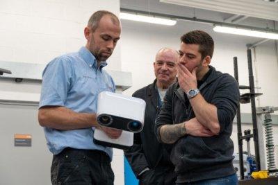 Artec Leo und Mitarbeiter des Teams