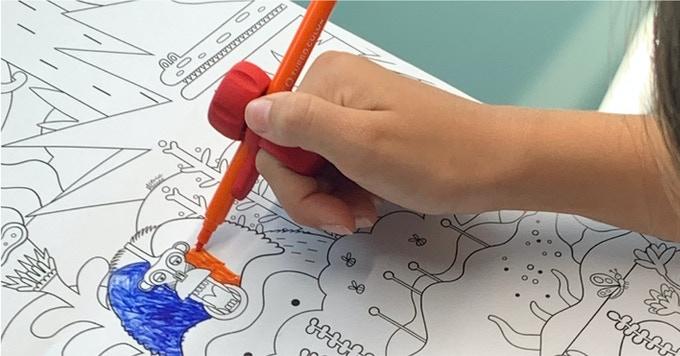 Glifo hält Stift
