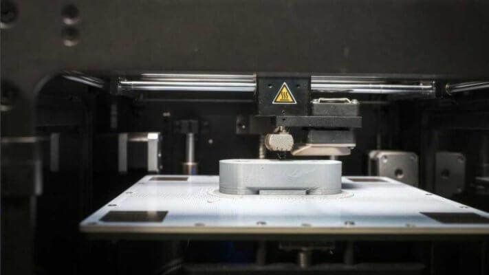 3D-Drucker und 3D-gedrucktes Objekt