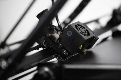 abgewinkelter 3D-Druckkopf bei iFactory One
