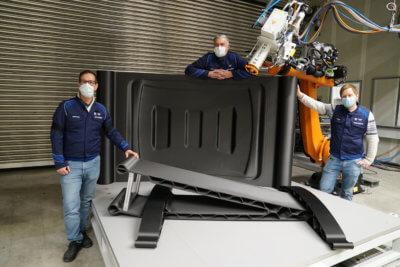 3D-Druck-Objekt und Mitarbeiter