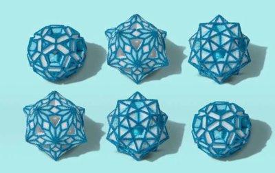 kristalline Ornamente aus Zucker