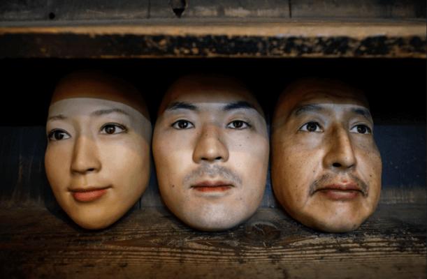 3D-gedruckte Masken in Okawaras Laden