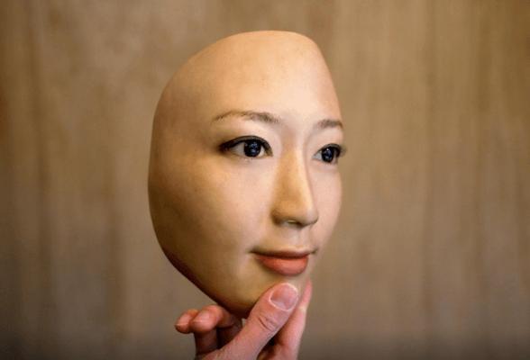 3D-gedruckte Maske einer Frau