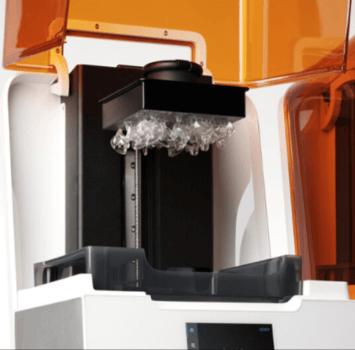 3D-Drucker Form 3B mit In-Ear-Kopfhörer-Teilen
