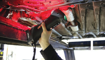3D-Scanner SILVER scannt unterm Auto