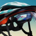Helm mit komplexem Design und AR-Elementen