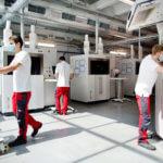 Männer an 3D-Druckern