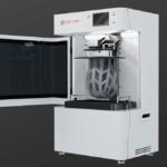 Satori Vl2800 3D-Drucker mit Fahrradhelm