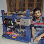 Melvin George mit seinem 3D-Drucker