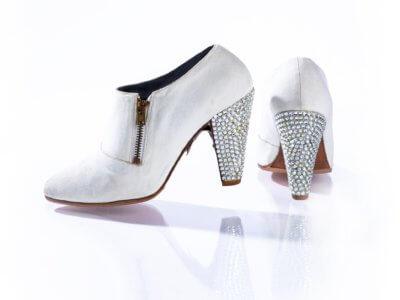 Schuhe von Prince in weiß mit glitzernden kleinen Steinen