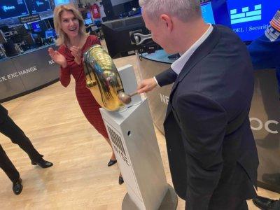 CEO läutet NYSE Glocke