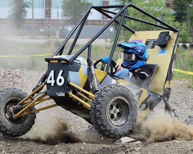 Geländefahrzeug mit Teilen aus dem 3D-Drucker